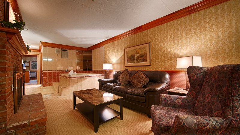 Best Western Fireside Inn-Whirpool Suite Living Room<br/>Image from Leonardo