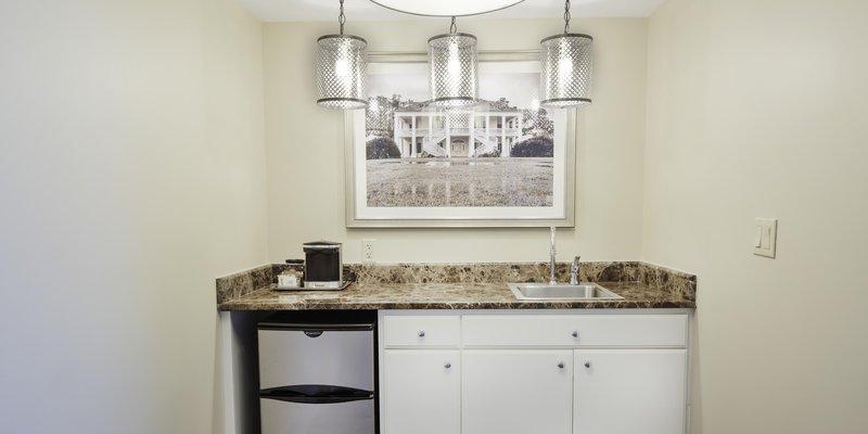 Hilton Baton Rouge Capitol Center-Carolyn Suite Wetbar<br/>Image from Leonardo
