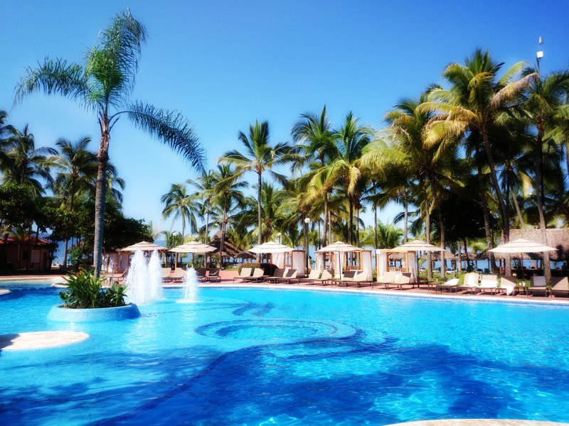 Fiesta Americana Puerto Vallarta - swimming pool <br/>Image from Leonardo