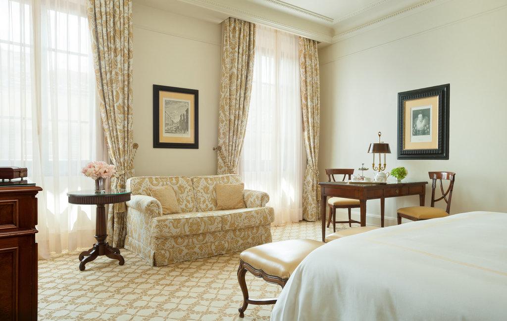 Four Seasons Firenze Hotel-Deluxe Room<br/>Image from Leonardo