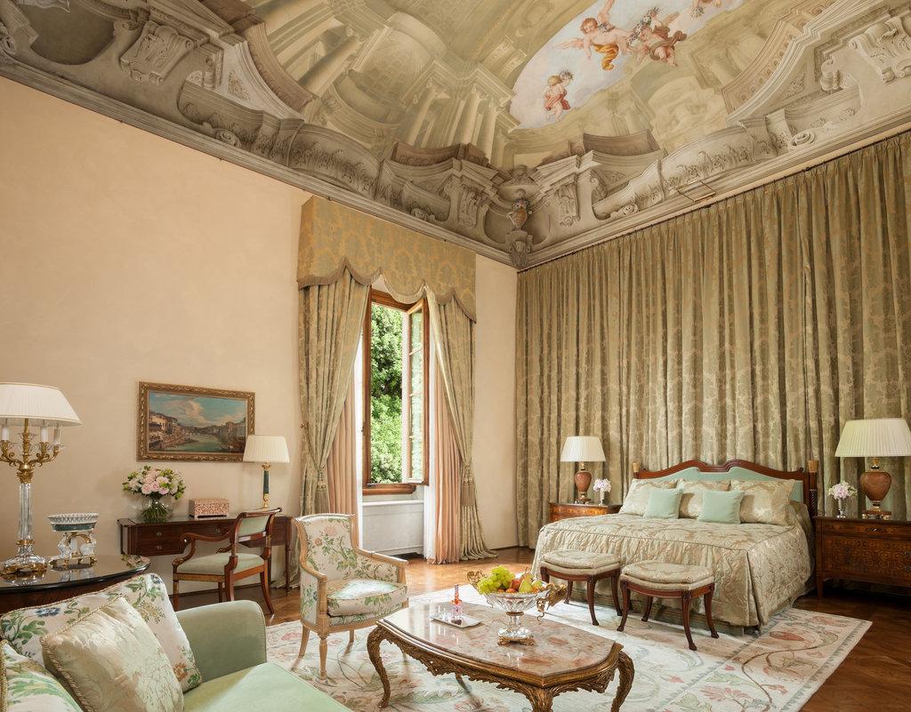 Four Seasons Firenze Hotel-Renaissance-Suite-Scala<br/>Image from Leonardo