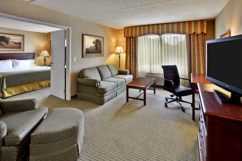 Holiday Inn Ann Arbor Univ Michigan Area-King Jacuzzi Suite Living Room<br/>Image from Leonardo