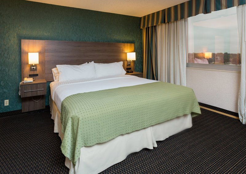 Holiday Inn Des Moines Downtown - Mercy Area-King Deluxe<br/>Image from Leonardo