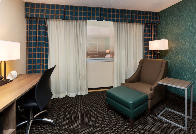 Holiday Inn Des Moines Downtown - Mercy Area-Guest Room Furnishing<br/>Image from Leonardo
