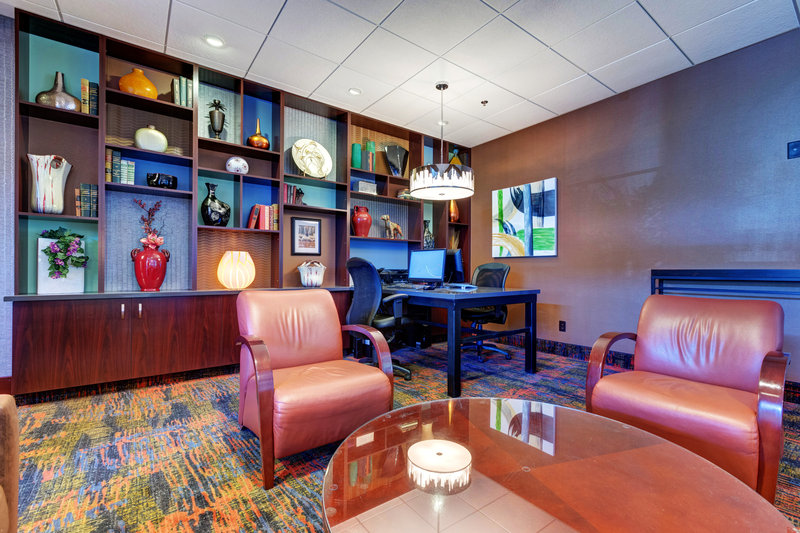 Holiday Inn Des Moines Downtown - Mercy Area-Business Center<br/>Image from Leonardo
