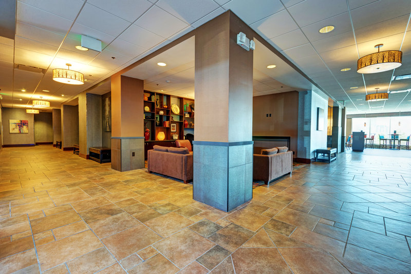 Holiday Inn Des Moines Downtown - Mercy Area-Lobby Business Center<br/>Image from Leonardo