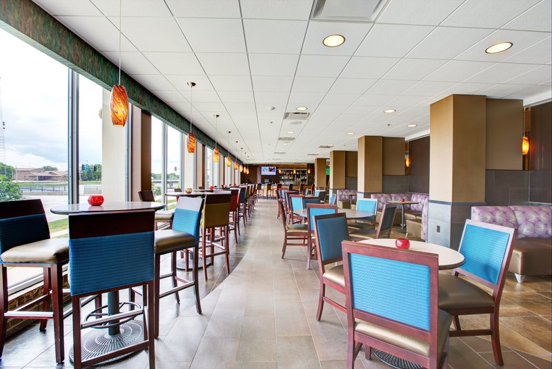 Holiday Inn Des Moines Downtown - Mercy Area-Genevieve's Daytime<br/>Image from Leonardo
