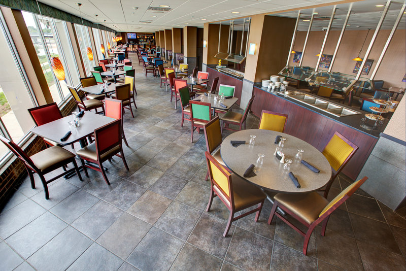 Holiday Inn Des Moines Downtown - Mercy Area-Genevieve's<br/>Image from Leonardo
