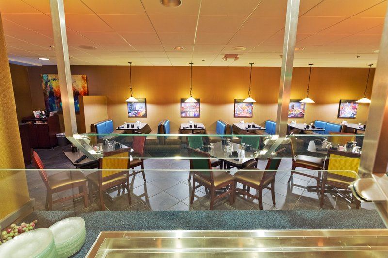 Holiday Inn Des Moines Downtown - Mercy Area-Genevieve's Buffet<br/>Image from Leonardo