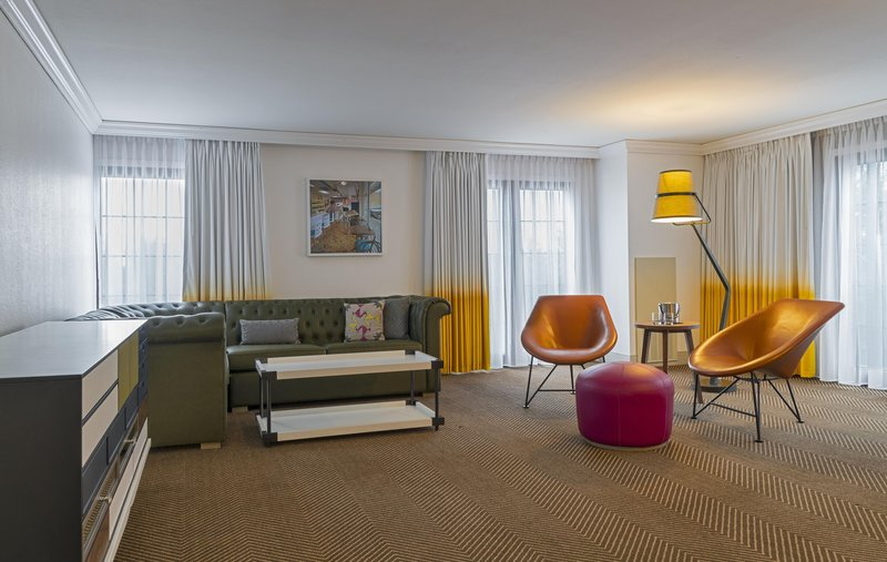 DoubleTree by Hilton Austin-King Suite Parlor<br/>Image from Leonardo