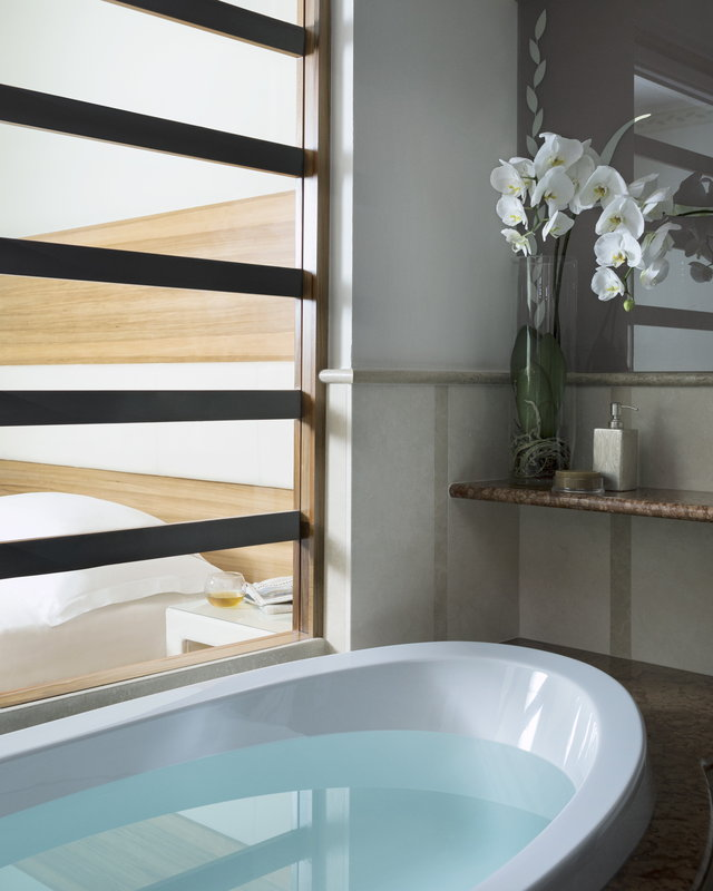Lefay Resort & Spa-Presitige Deluxe Junior Suite Bathtub<br/>Image from Leonardo