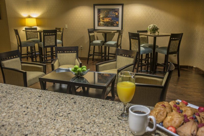Holiday Inn Knoxville Downtown-Club Floor Lounge<br/>Image from Leonardo