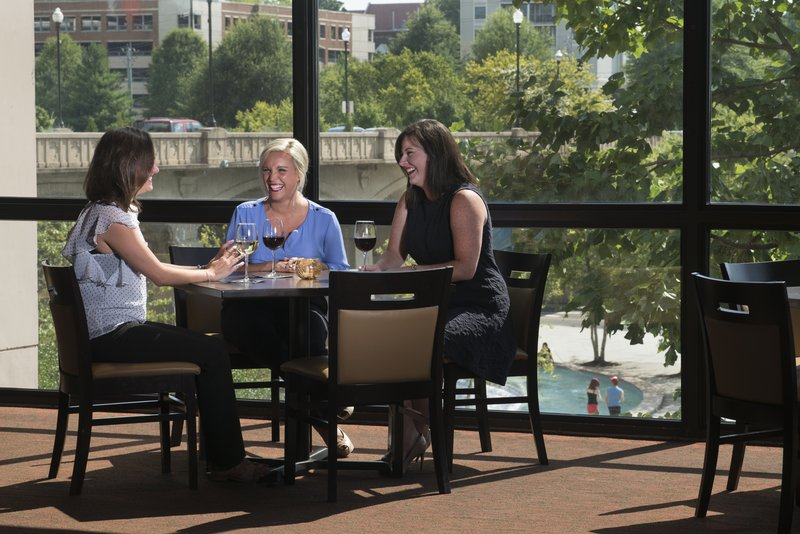 Holiday Inn Knoxville Downtown-Restaurant<br/>Image from Leonardo