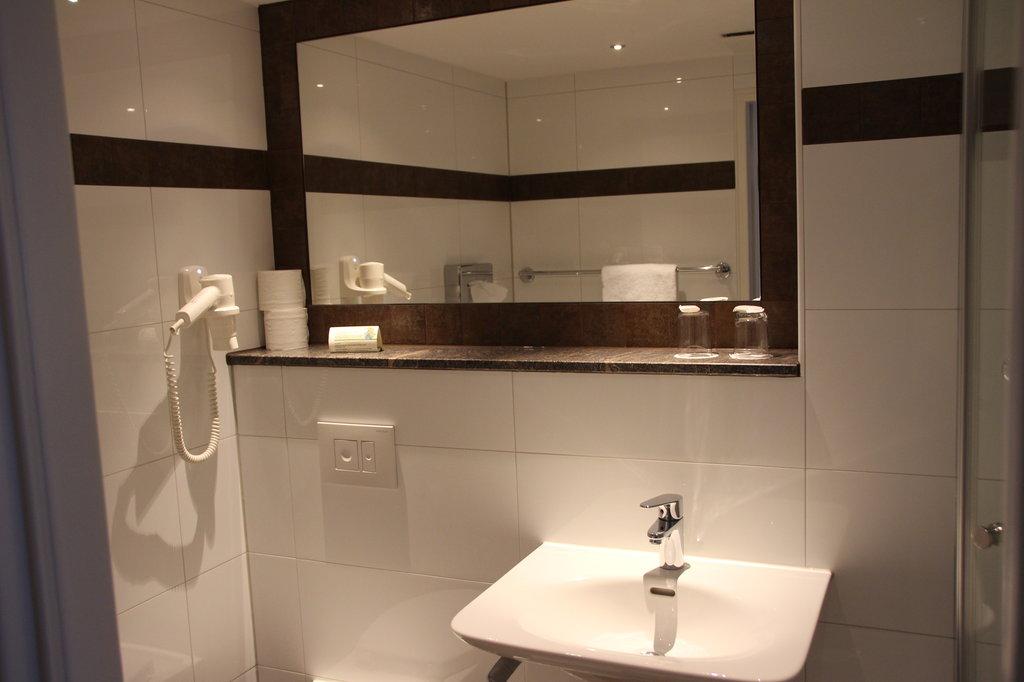 Daniel Hotel-Bathroom2<br/>Image from Leonardo