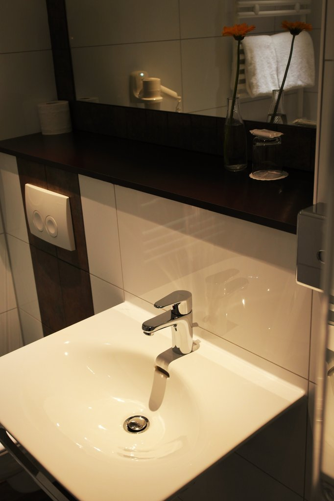 Daniel Hotel-Bathroom3<br/>Image from Leonardo