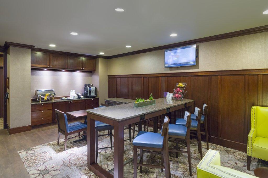 Sheraton JFK Airport Hotel-Lounge<br/>Image from Leonardo