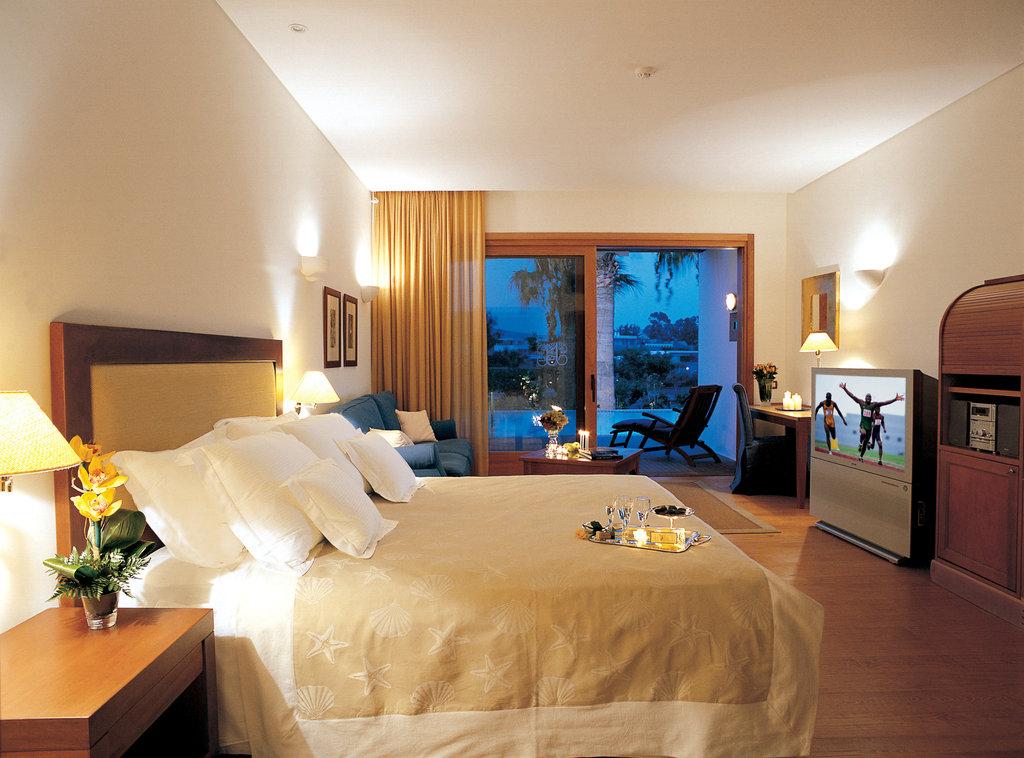 Elounda Bay Palace-Luxury Suite Seaview Sharing pool<br/>Image from Leonardo