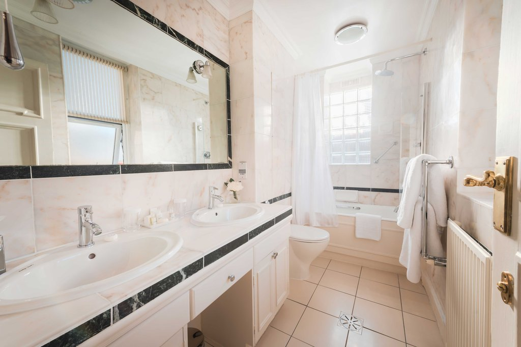 10 Curzon Street by Mansley  - Bathroom <br/>Image from Leonardo