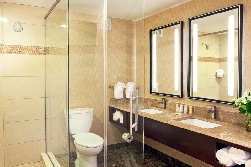 Crowne Plaza Boston - Woburn-Suite Bathroom L<br/>Image from Leonardo