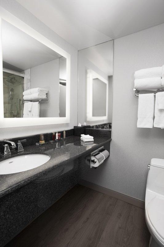 Marriott Niagara Falls on the Falls-Bathroom<br/>Image from Leonardo