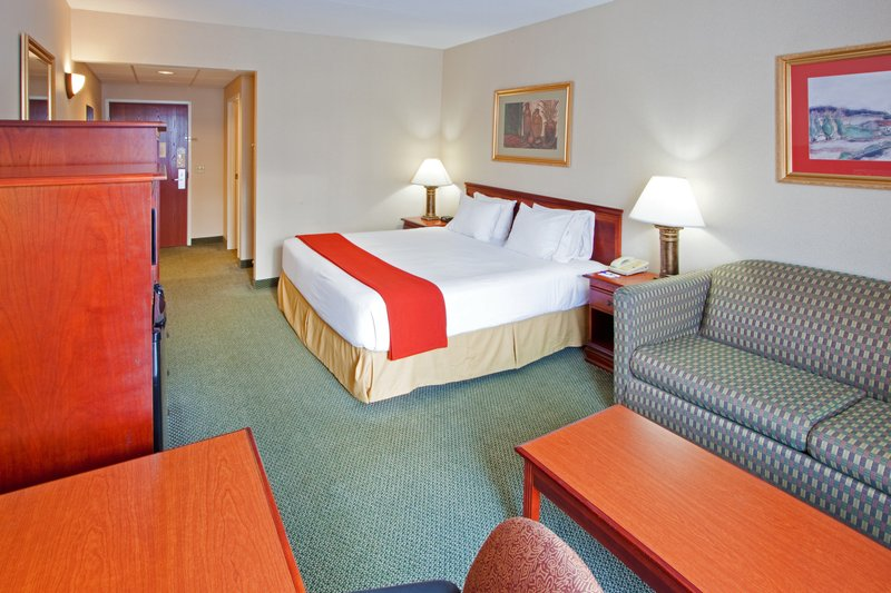 Holiday Inn Express Hanover-King Bed Guest Room<br/>Image from Leonardo