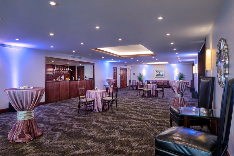 DoubleTree by Hilton Hotel Philadelphia Airport-Cocktail Hour<br/>Image from Leonardo