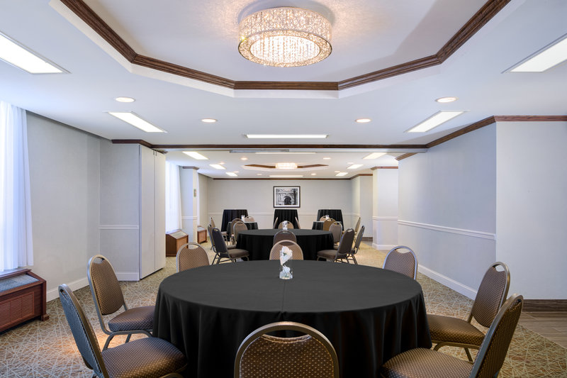 DoubleTree by Hilton Hotel Philadelphia Airport-Round Set Up<br/>Image from Leonardo