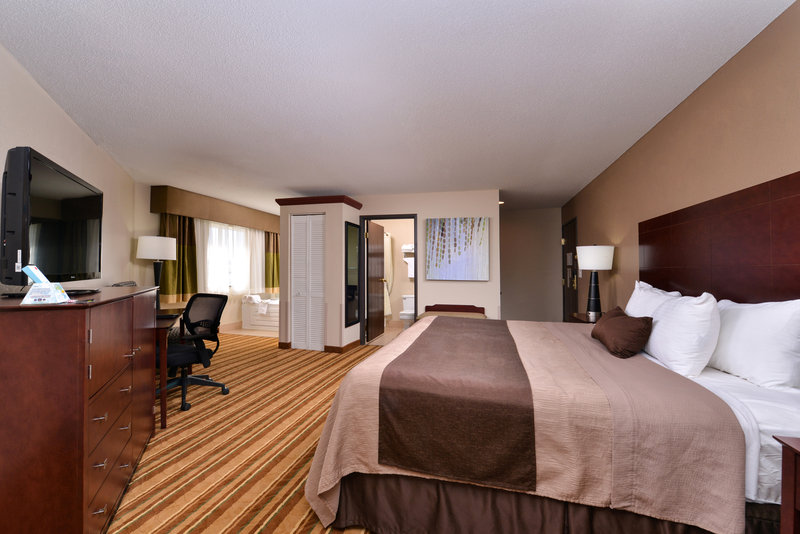 Best Western Old Mill Inn-Bwom King Bed With Hottub<br/>Image from Leonardo