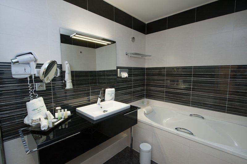 Auberge de Cassagne-Bathroom Comfort Room<br/>Image from Leonardo