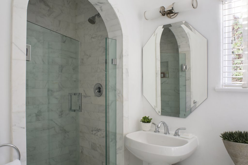 Avalon Hotel and Bungalows-Bungalow Bathroom<br/>Image from Leonardo