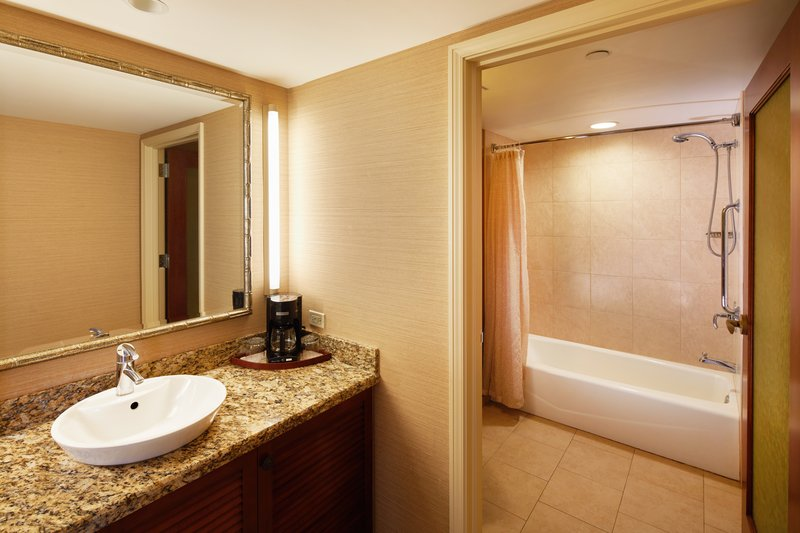 Outrigger Reef Waikiki Beach Resort - Outrigger Reef Waikiki Beach Cityview Double Bed Bathrrom <br/>Image from Leonardo