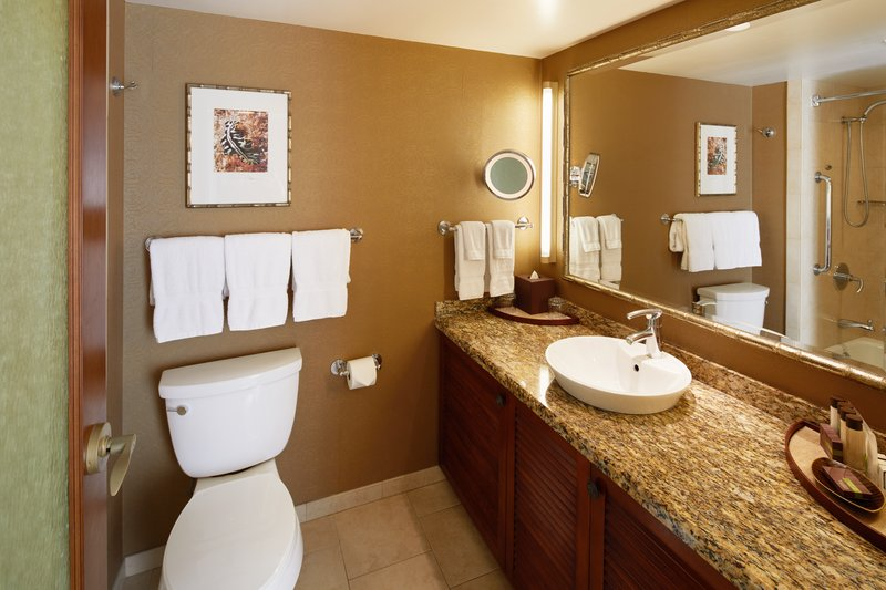 Outrigger Reef Waikiki Beach Resort - Outrigger Reef Waikiki Beach City View King Bathroom <br/>Image from Leonardo