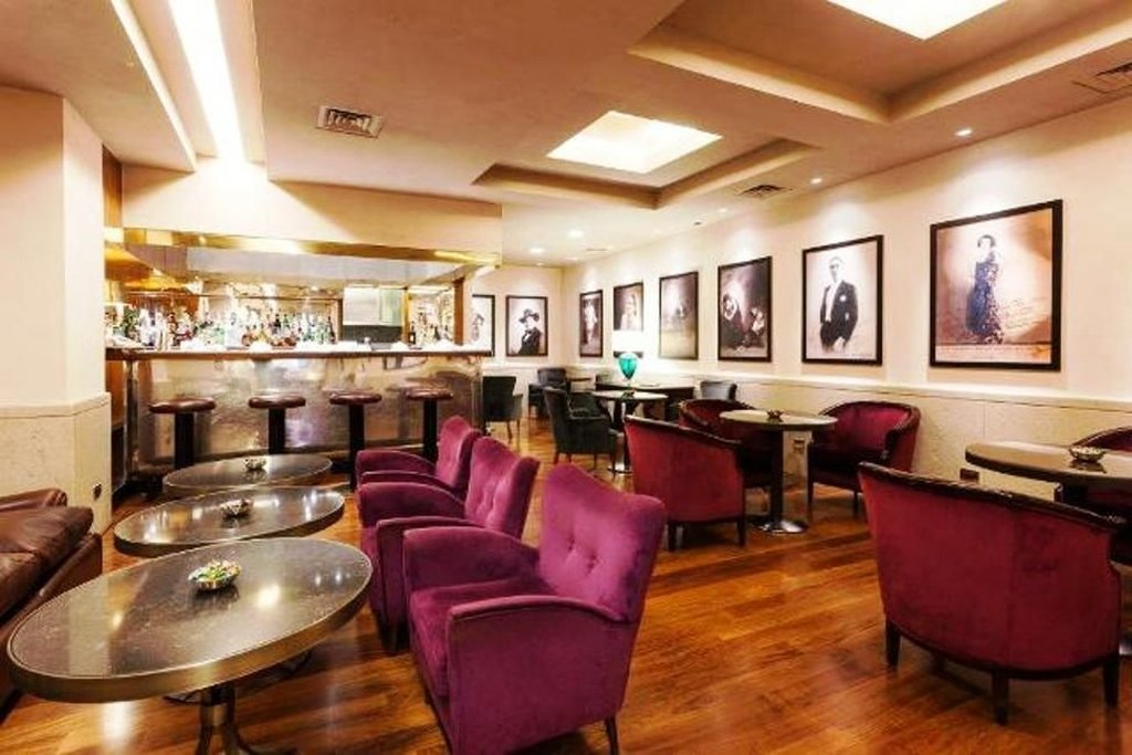 Accademia Hotel-Hotel bar<br/>Image from Leonardo