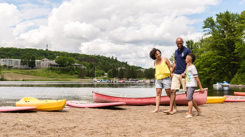 Deerhurst Resort-Family On Beach<br/>Image from Leonardo