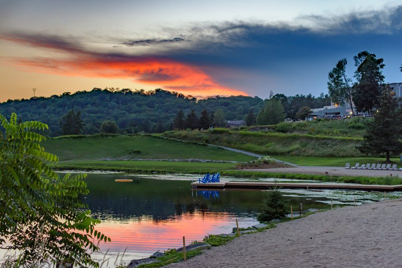 Deerhurst Resort-Sunset Bay<br/>Image from Leonardo