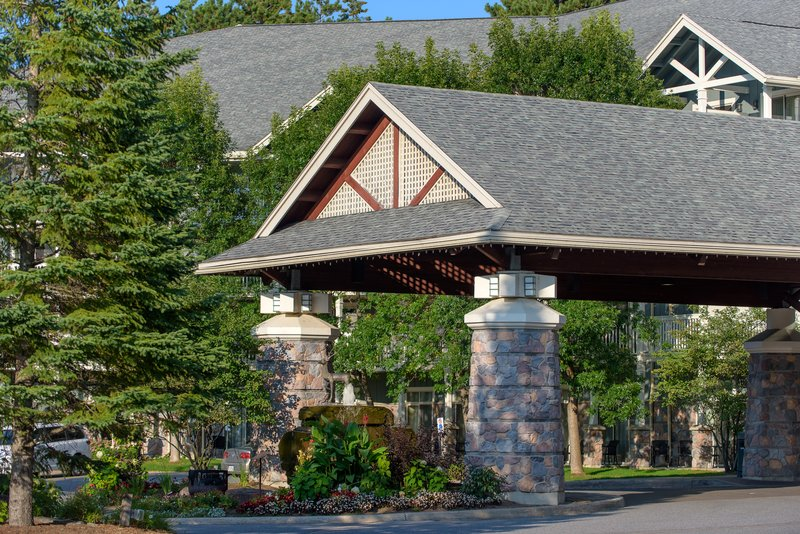 Deerhurst Resort-Front Entrance<br/>Image from Leonardo