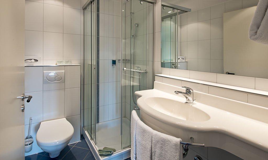 Hotel Des Alpes-Bathroom<br/>Image from Leonardo