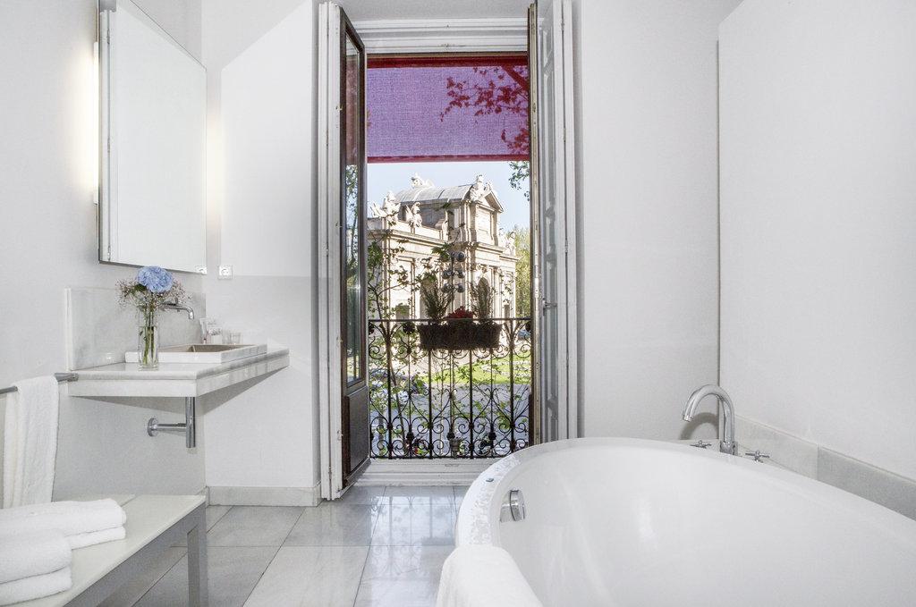 Hotel Hospes Puerta De Alcala-Gran Suite Bathroom<br/>Image from Leonardo