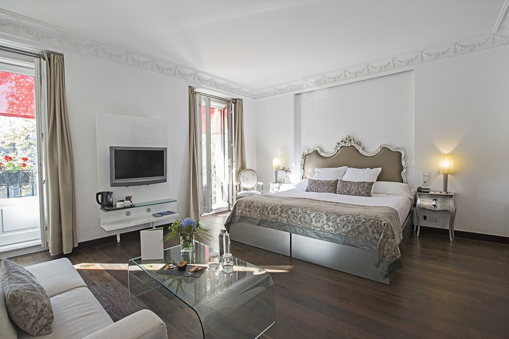 Hotel Hospes Puerta De Alcala-Deluxe Alcala Room<br/>Image from Leonardo