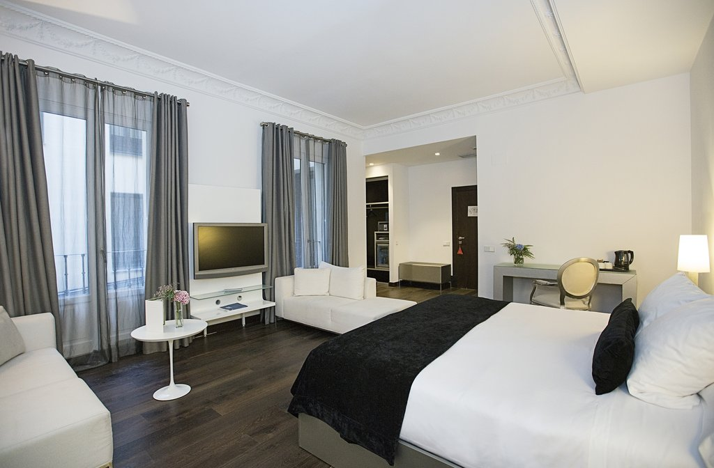Hotel Hospes Puerta De Alcala-Deluxe Room<br/>Image from Leonardo