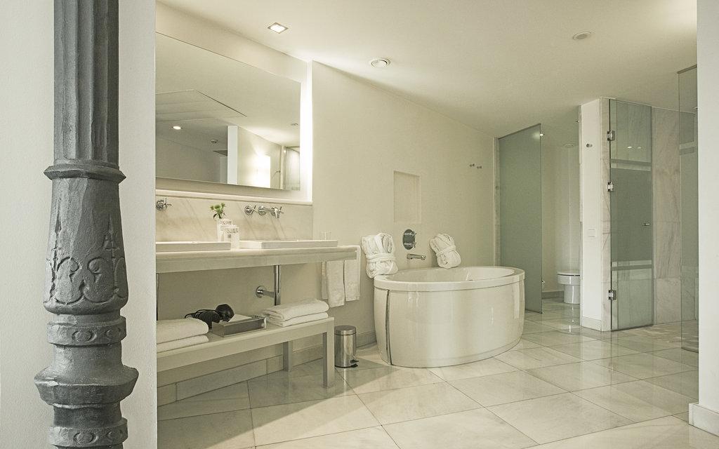 Hotel Hospes Puerta De Alcala-Deluxe Room Bathroom<br/>Image from Leonardo