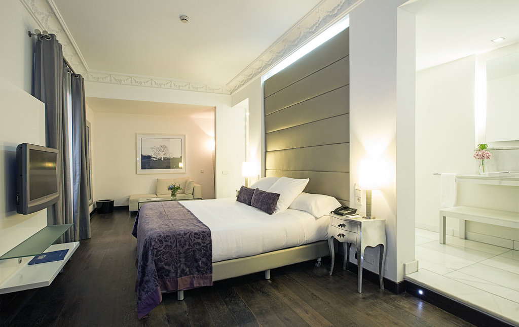 Hotel Hospes Puerta De Alcala-Deluxe Room Bed<br/>Image from Leonardo