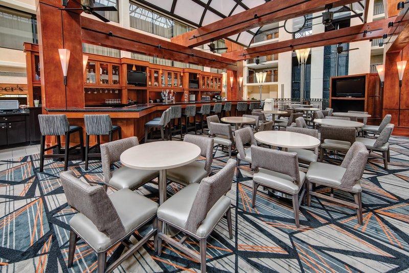 Hilton Knoxville Airport, TN-Landing's Bar<br/>Image from Leonardo