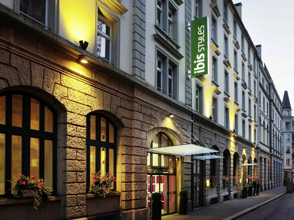 Ibis Styles Lucerne-Guest Room<br/>Image from Leonardo