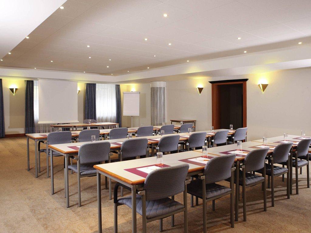 Ibis Styles Lucerne-Meeting Room<br/>Image from Leonardo