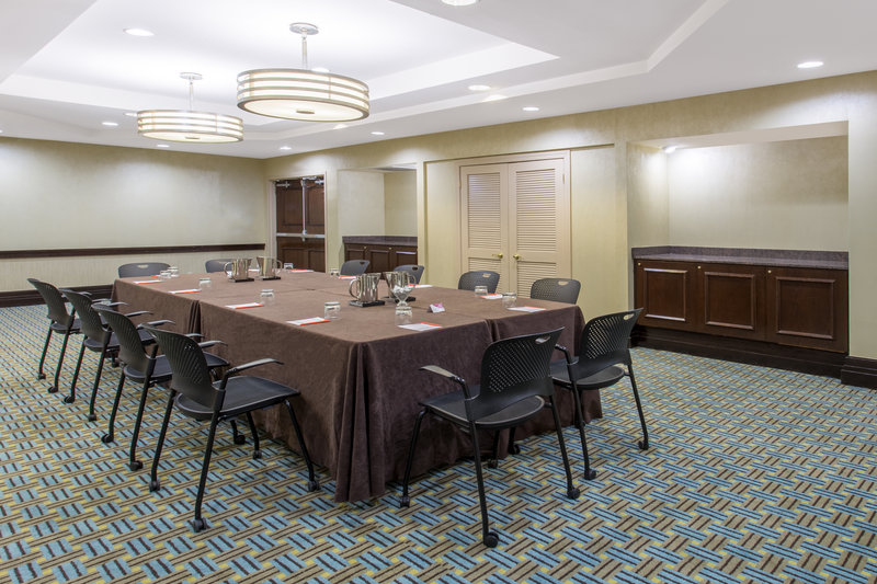 Crowne Plaza St. Louis Airport-Clayton Room<br/>Image from Leonardo