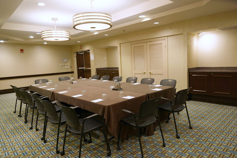 Crowne Plaza St. Louis Airport-Manchester Room<br/>Image from Leonardo
