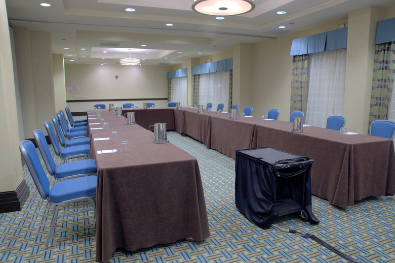 Crowne Plaza St. Louis Airport-Cardinal Room<br/>Image from Leonardo
