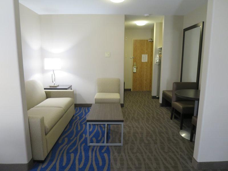 Holiday Inn Hotel & Suites Regina-Guest Room<br/>Image from Leonardo