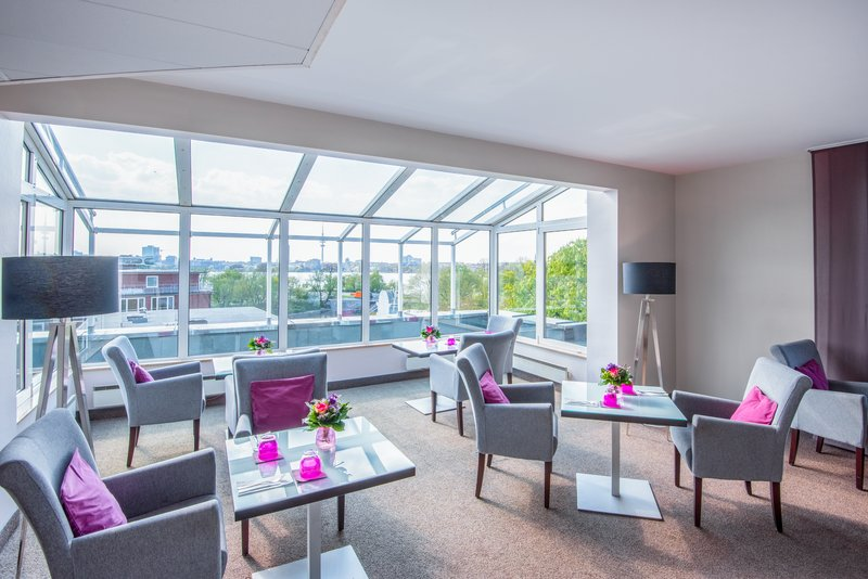 Crowne Plaza Hamburg - City Alst-Enjoy privacy in our Club Lounge<br/>Image from Leonardo